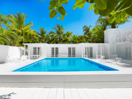 Photopia Studios :  Fornt View Beach House